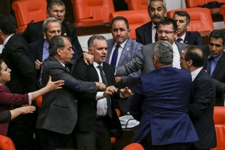 Βουλή, Τουρκία, ξύλο, βουλευτές, εισβολή, Αφρίν, Συρία
